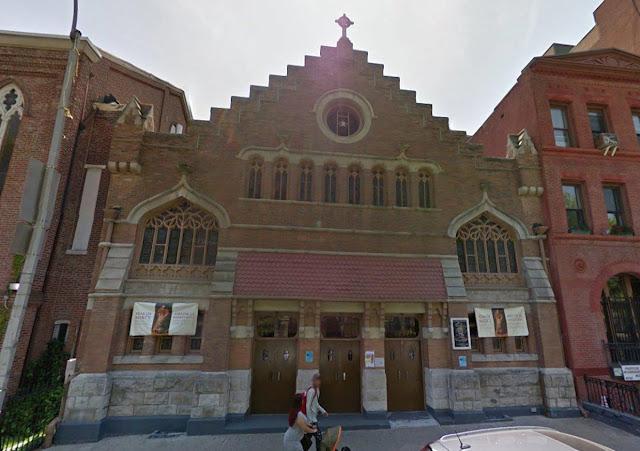 "Gereja Katolik Harlem Dirusak dengan Ancaman Grafiti: ""Anda harus membayar! Allah! Bangun!'"