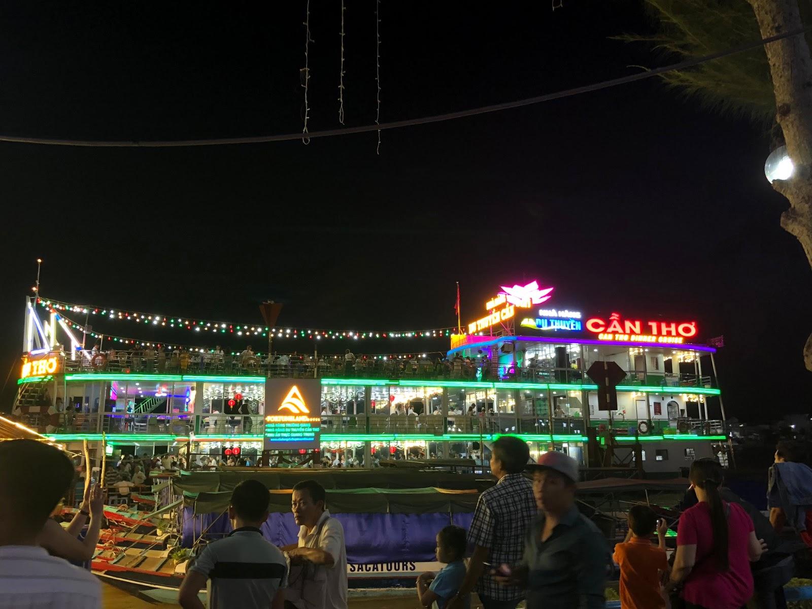 Du thuyền bến Ninh Kiều - tour Cần Thơ Đồng Tháp