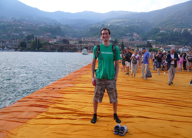 The-Floating-Piers-folle-di-corsa