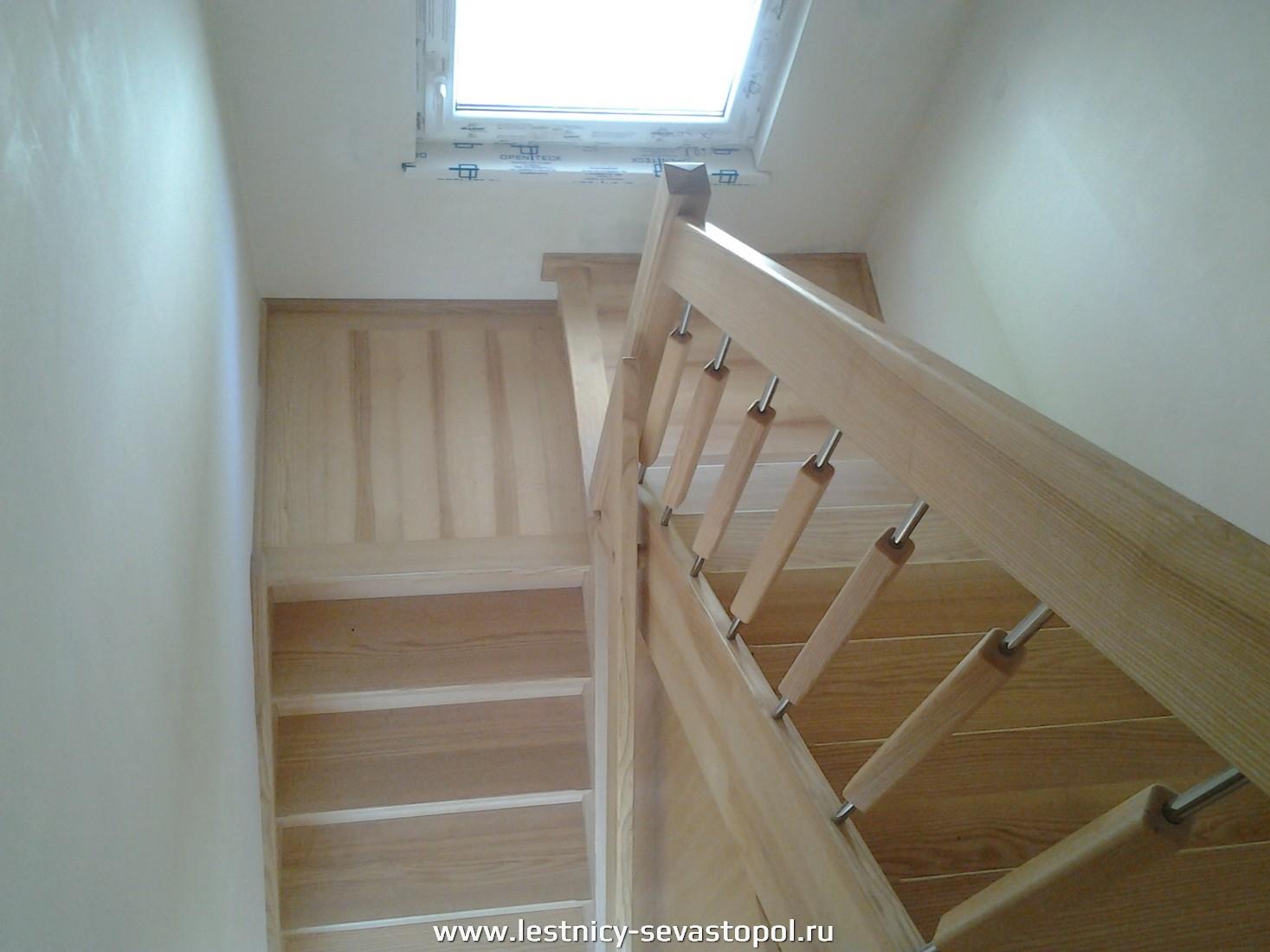 Деревянный дом лестница второй этаж цена