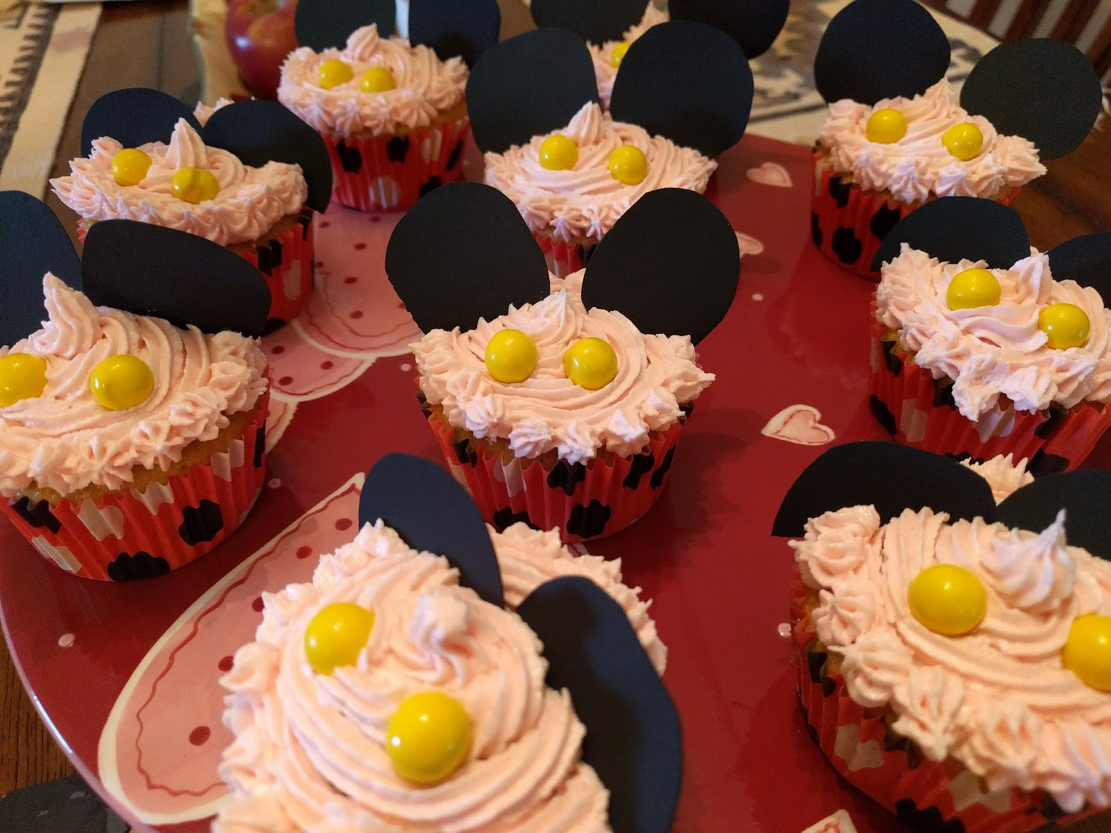 picture mickey mouse cupcake