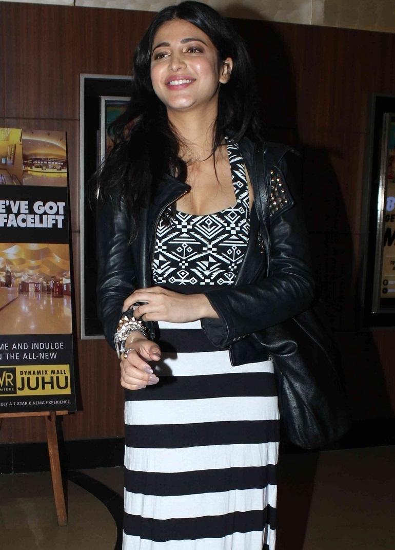 Actress Shruti Haasan Smiling Face Images In Black Dress