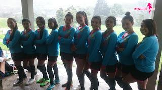 fundación ayuda a las niñas entre 5 y 14 años con uniformes deportivos
