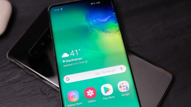 O novo modelo top de linha da Samsung permite que carregue outros aparelhos através do sistema wireless. A tecnologia é similar a que permite utilizar o smartphone como roteador. Basta colocar um aparelho em cima do outro e pronto!