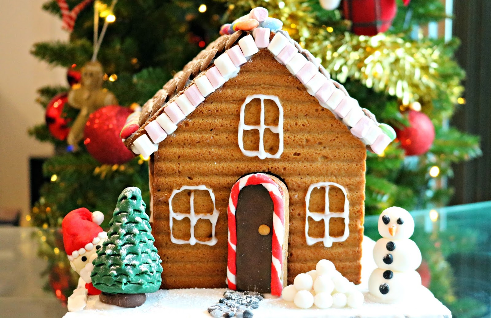 How To Decorate A Gingerbread House Little Lauren 39 S Blog