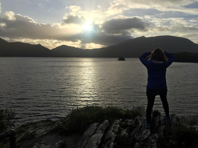 Irland ist gut zu mir. Sonnenschein, herrliche Sonnenuntergänge. Mildes Wetter. Und einen bescheidenen Reisepartner © diekremserin on the go