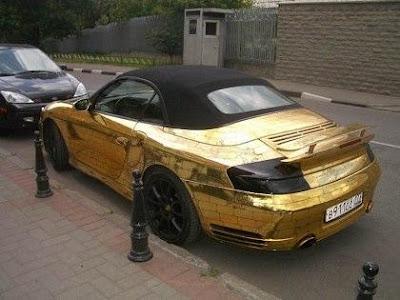 Porsche recubierto en oro.