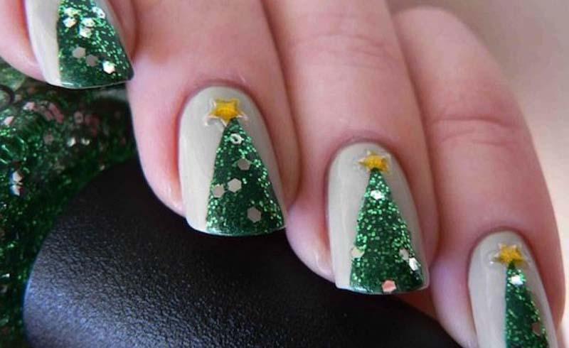 DIY Christmas Tree Nail Art