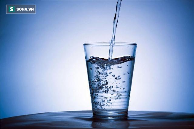 Uống nước sôi để nguội, đun đi đun lại có gây ung thư?