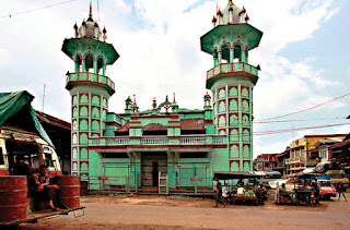 pretty Mosque in Bago