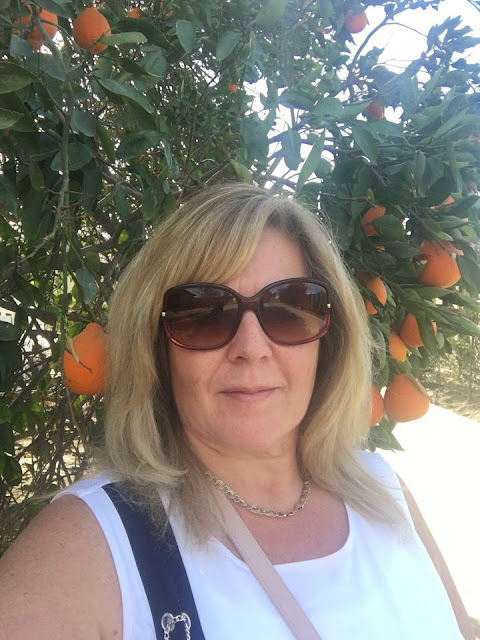 Chat With London Based Sugar Mummy On Whatsapp - Single And Searching