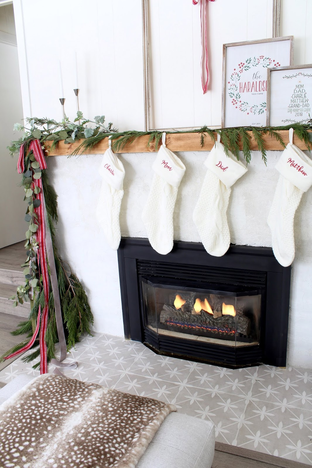 Modern-Holiday-Mantel-ideas-harlow-and-thistle-18