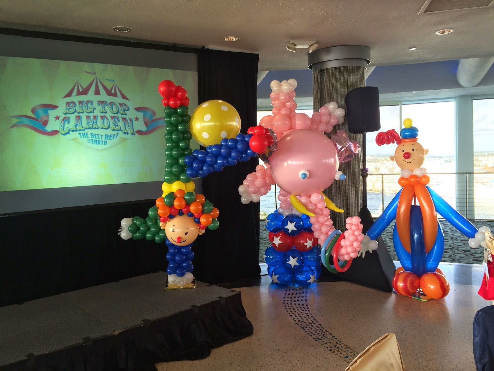 Circus animals sculpture, clown, elephant balloon scupture