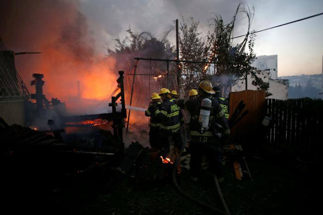 رجال-إطفاء-فلسطينيون-و-إسرائيليون-يخمدون-حرائق-قرب-رام-الله-كالتشر-عربية