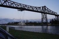 الجسر (الكوبري) الناقل:  من اغرب الجسور على الأطلاق