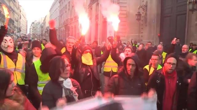 Franceses continúan por segundo día protestas antigubernamentales