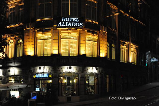 Fachada do Hotel Aliados e o Café Guarany, na Cidade do Porto