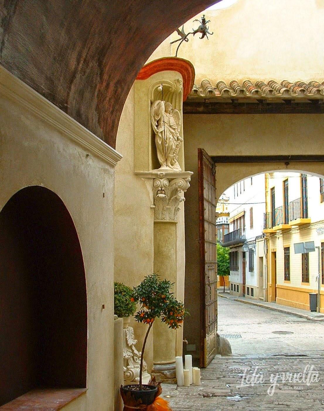 Detalle de la entrada del Hospes Palacio del Bailío