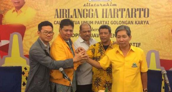 AGEN BOLA - Alasan Jokowi Tak Copot Menperin Airlangga Dari Kabinet Kerja
