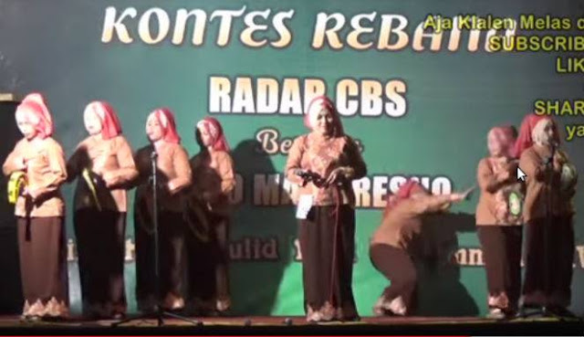 Detik-detik Emak Nyungsep Kebelakang Panggung Saat Kontes Rebana