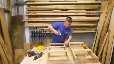 pengrajin kayu