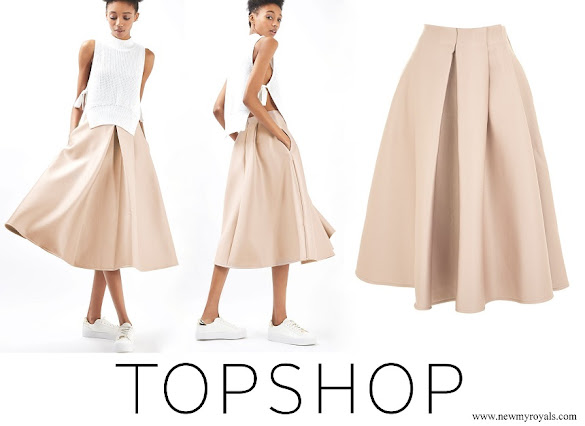 Queen Letizia wore Topshop pleated midi skirt