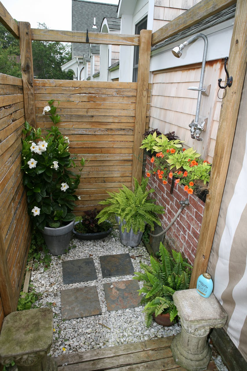 Backyard outdoor shower ideas everything about garden for Outside garden ideas