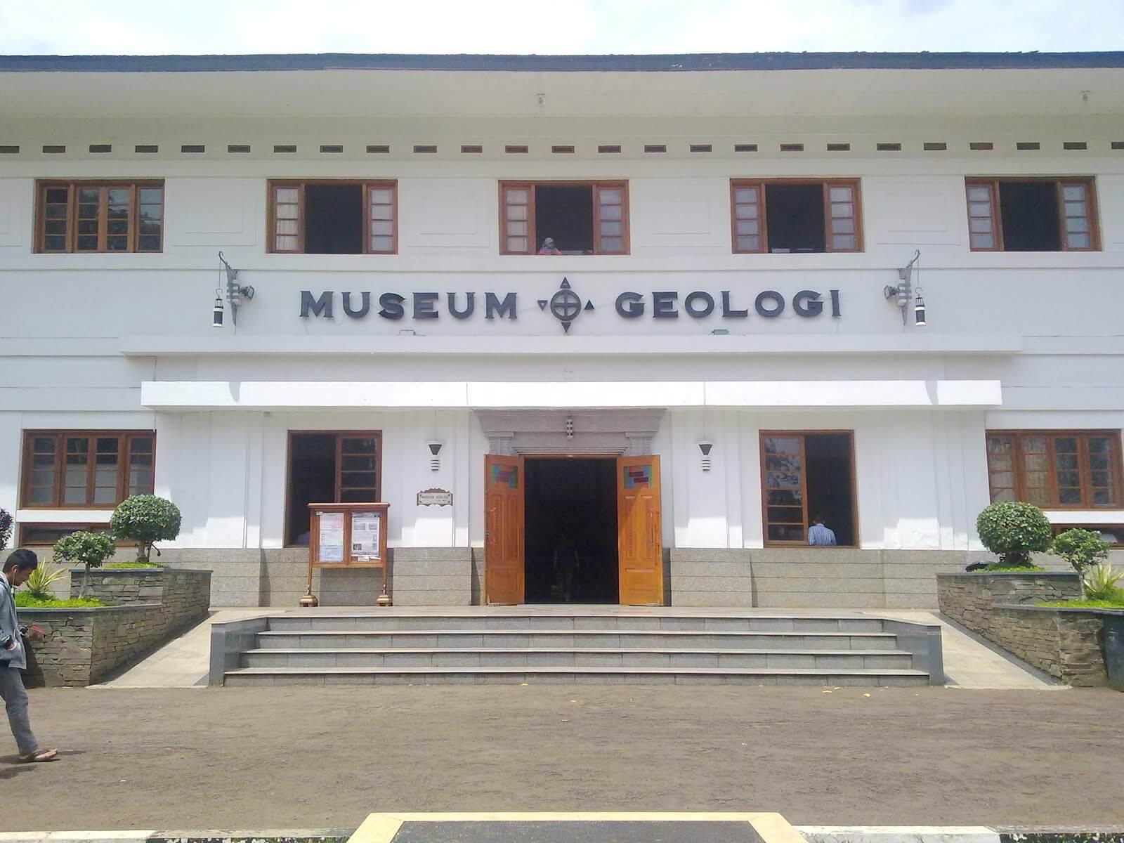 Museum Geologi Bandung Tampak Depan