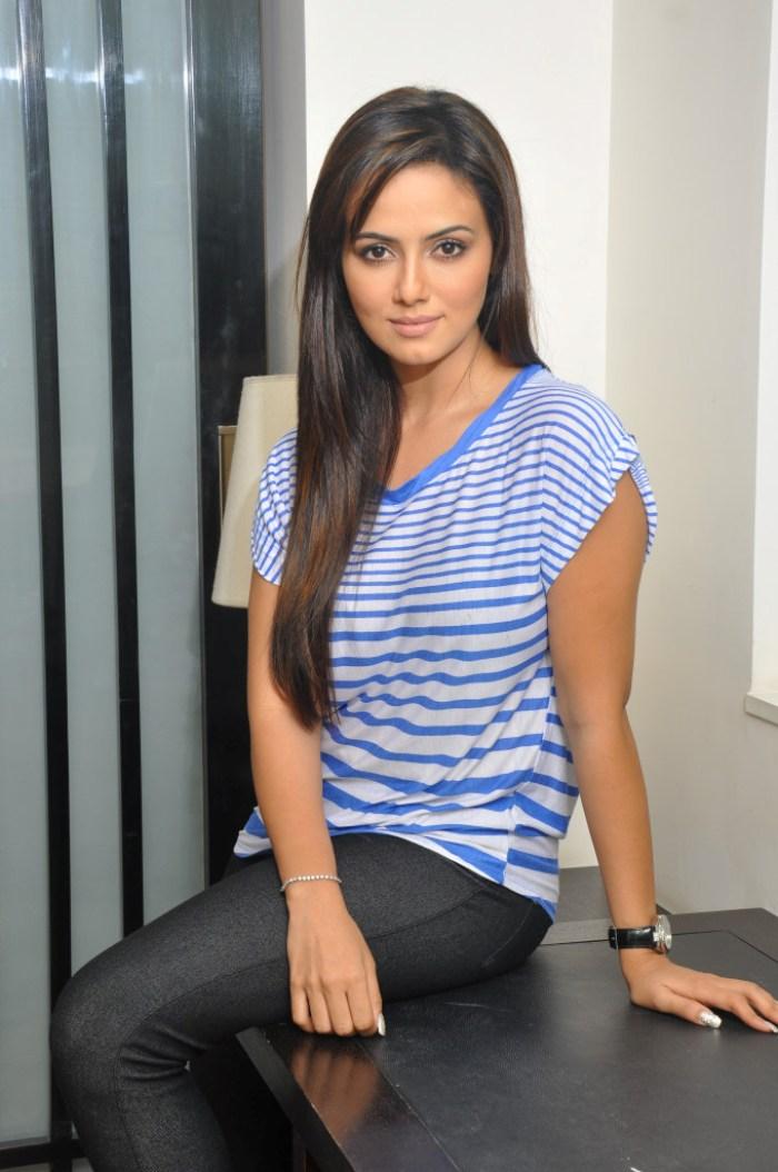 actress sana khan new photo shoot
