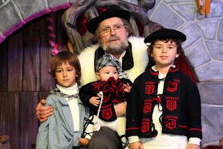 Cientos de niños piden sus regalos a Olentzero