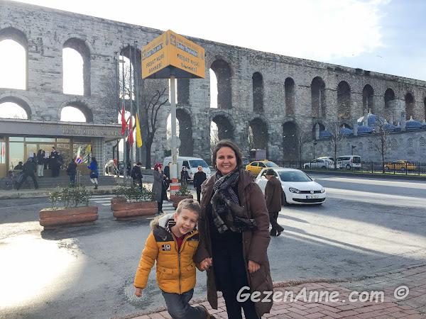 Bozdoğan kemeri (Valens su kemeri) önünde oğlumla, Fatih İstanbul