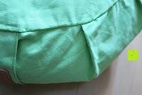 Seite außen: Yogakissen »Brahman« mit Reißverschluss & Bio-Dinkelspelz (kbA) Füllung - Maße: ca. 42 x 15 cm - ideal als Zafukissen / Meditationskissen / Rondokissen / Meditiationsunterlage :: waschbarer Bezug / hoher Sitzkomfort - hoher Sitz-Komfort dank Dinkelspelzfüllung / maschinenwaschbar & hautfreundlich. Ideale Hilfsmittel / Accessoire (Sitzkissen) für längere Meditationen. Material : 100% Baumwolle