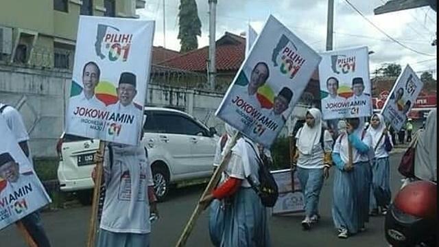 Pelajar Dikerahkan Bawa Poster Jokowi - Amin di Acara Relawan 01, Netizen Protes