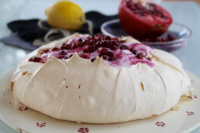 Pavlova mit Granatapfelquark von Sugarprincess