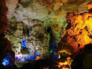Dau Go cave 1