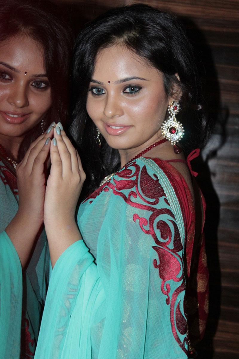 ornamental splendid hot sexy Aarushi latest photos in decorative ethnic saree