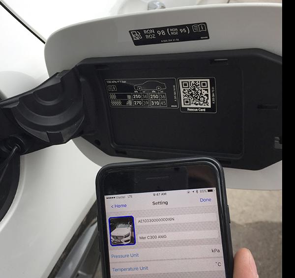 Cảm biến áp suất lốp trên Mercedes C300 AMG. Hotline: 0946578248
