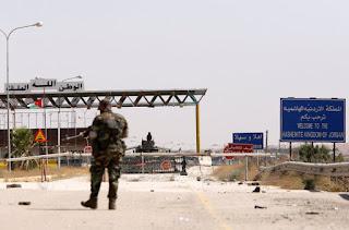 اشتباكات بين الجيش الأردني ومسلحي الدولة الإسلامية داعش الفارين من القوات السورية