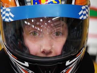 Helm ialah bentuk derma badan yang dikenakan di kepala dan biasanya dibentuk dari me Fungsi Penting Helm bagi Pengendara/Pengemudi Sepeda Motor yang Sering Diabaikan