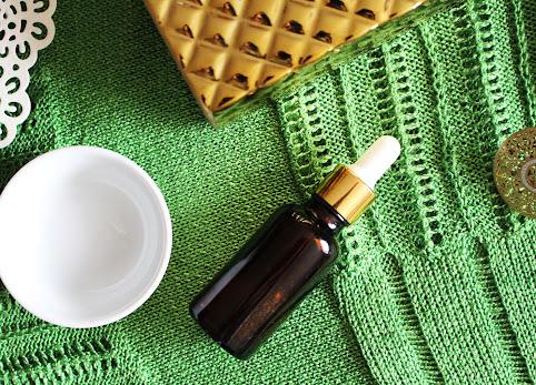 Jak olejować włosy? Czy olejowanie włosów naprawdę im pomaga? Najlepsze oleje do olejowania włosów.