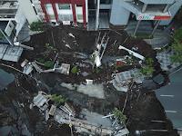 Bukan Salah Godzilla, Ini Dugaan Penyebab Amblesnya Raya Gubeng Berdasarkan Bnpb