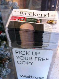 tumpukan koran menyerupai penis