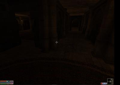 Eingang zum Geheimen Raum, daneben der Gang zum Hauptgebäude. Leider alles recht dunkel.