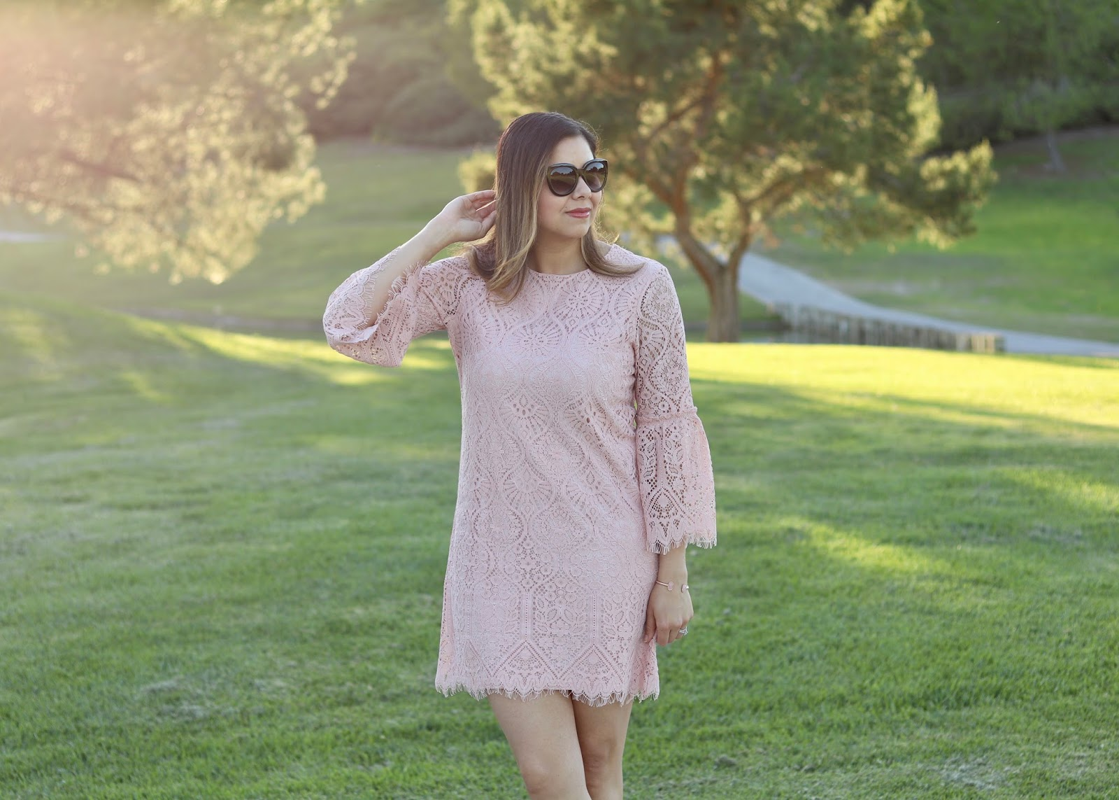 Pink lace dress, latina fashion blogger, latina style blogger