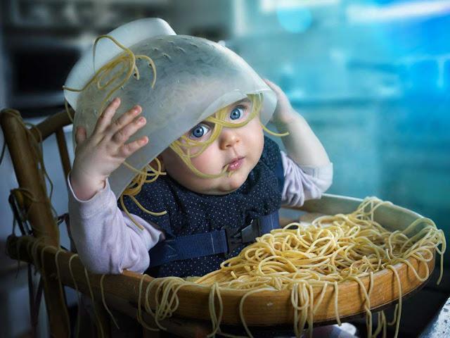 Паста алла карбонара - спагетти с мелкими кусочками гуанчиале , смешанные с соусом из яиц , сыра пармезан и пекорино романо, соли и свежемолотого черного перца . Этот соус доходит до полной готовности от тепла только что сваренной пасты.
