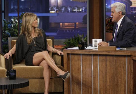 Jennifer Aniston on Jay leon's show flaunts legs.