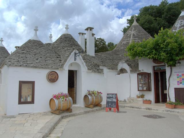 biała wioska, domki trulli Apulia, co zobaczyć