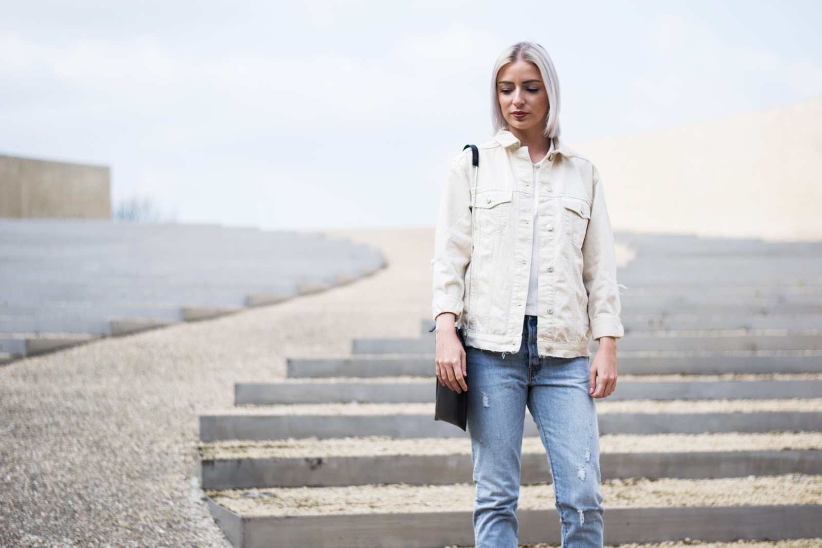Topshop denim jacket, ecru, White polo shirt noisy may, levi's vintage 501 Skinny jeans, Flippa k bag, SS17, zalando, outfit, vroenhoven, minimal