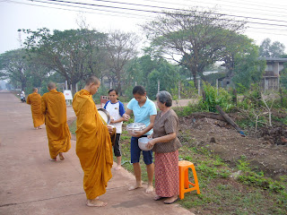 Sai Batr - offer food to Monks