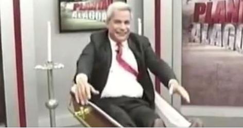 Depois do infarto, apresentador Sikera Junior volta à TV em caixão
